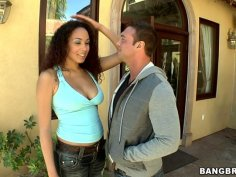 Serena Ali offers a piece of sex outdoors