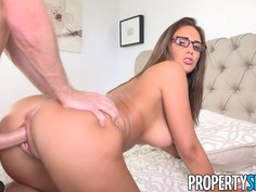 Layla London gets her curvy body fucked