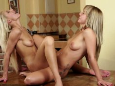 Emotional lesbo Bella Babe moans while getting cunnilingus